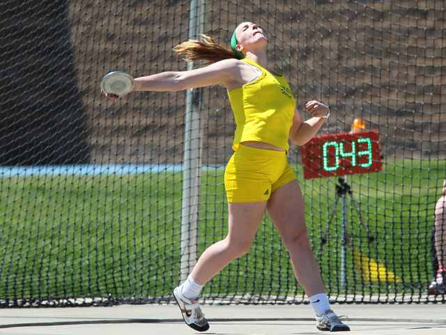 Haight+participates+in+discus+during+a+track+meet