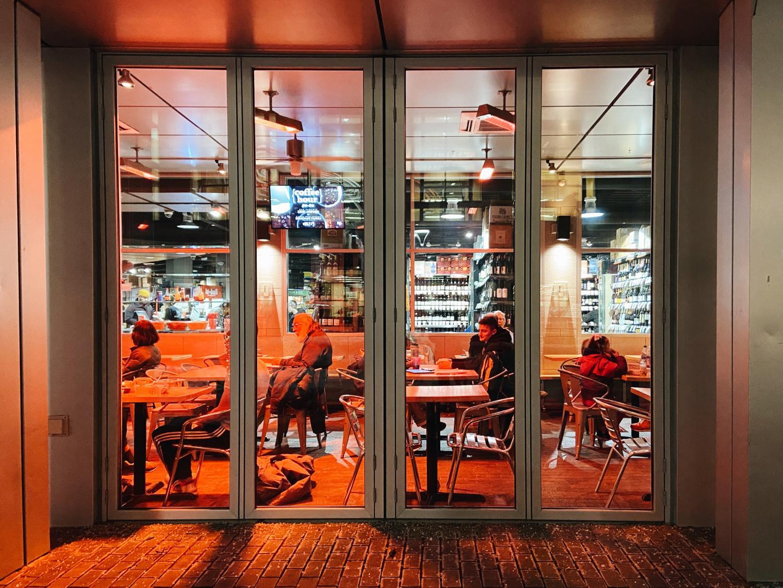 Citizens+enjoy+dinner+beneath+the+glow+of+the+Bread+Garden%E2%80%99s+warm+lighting.+%28free+form%29