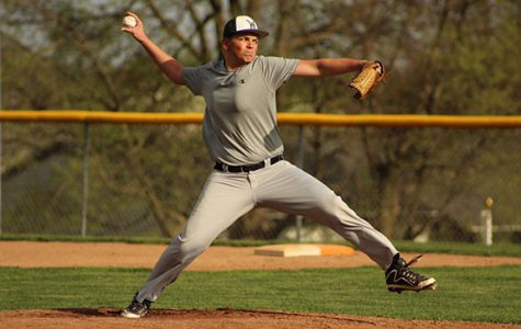 Nathan Wilkinson '19 throws a pitch
