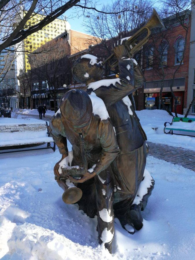 The statue Jazz is created by artist Gary Alsum. The central theme of his artworks is to always commemorate the gift of life. -Feature