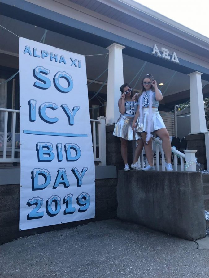 Alpha Xi Delta outside the house ready to meet their new members.