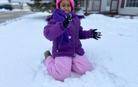 Rehanna Mustefa '31 squeals as she prepares for a snowball to be thrown at her. (Featured)